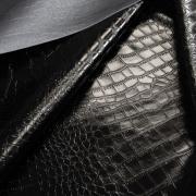Экокожа лаковая крокодил черная